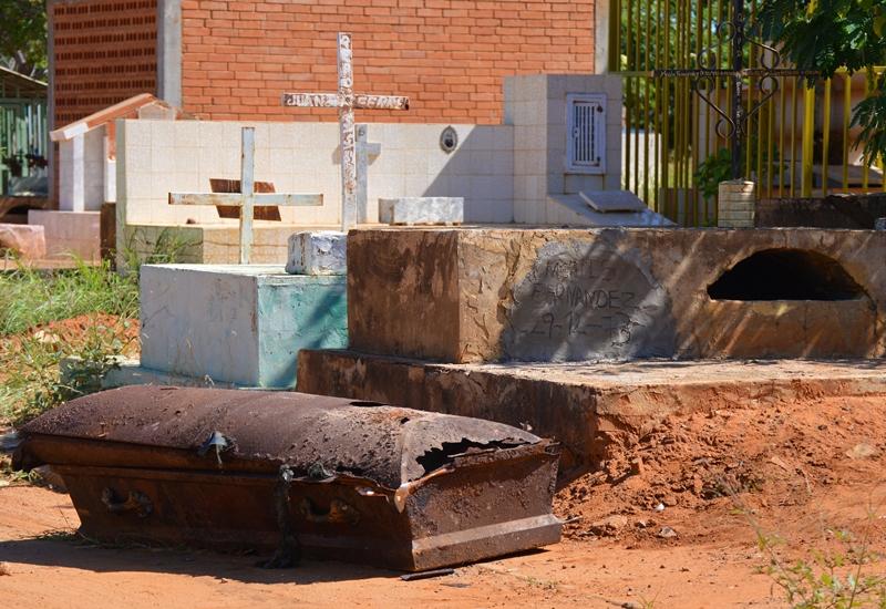 En el cementerio Corazón de Jesús ya no hay descanso eterno (Fotorreportaje)