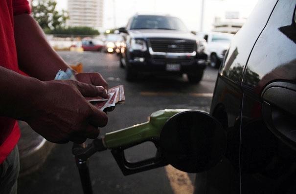 """Retrasan venta de gasolina en pesos en frontera tachirense por """"detalles"""" técnicos"""