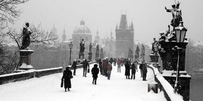 +VIDEO  Praga registra las primeras nevadas del 2017