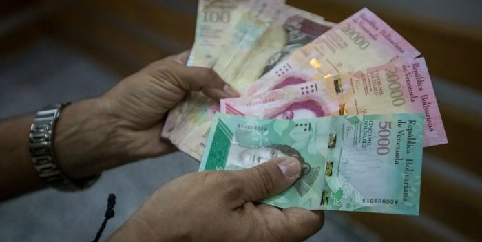 A partir de este lunes entran en circulación los billetes de 5.000 y 10.000 bolívares