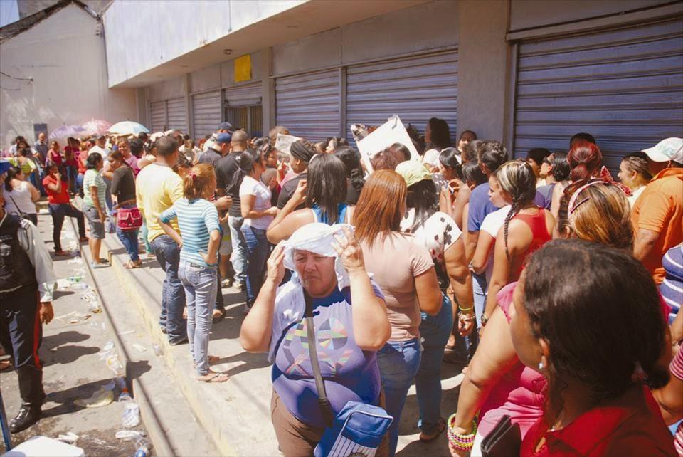 55% de los venezolanos quieren que Maduro resuelva crisis económica según Hinterlaces