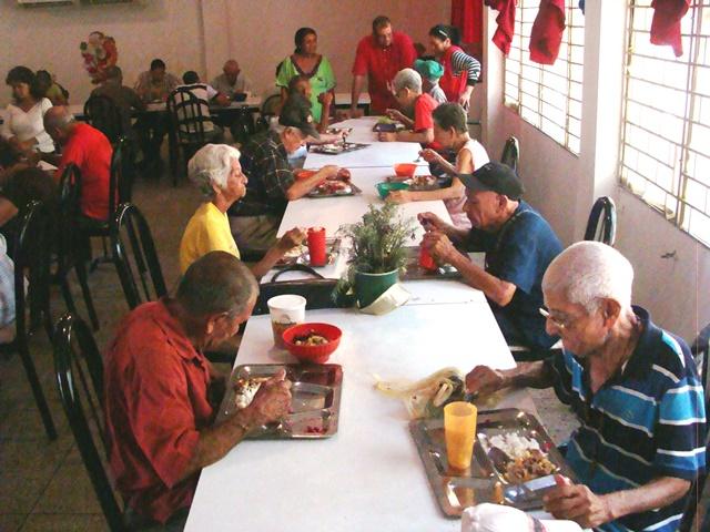 Gobierno regional distribuyó 17 toneladas de alimentos a comedores populares a través del PAEZ