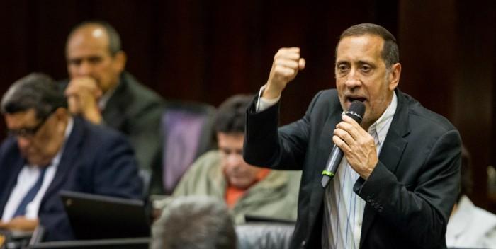 José Guerra: Es irresponsable decretar este miércoles como día no laborable