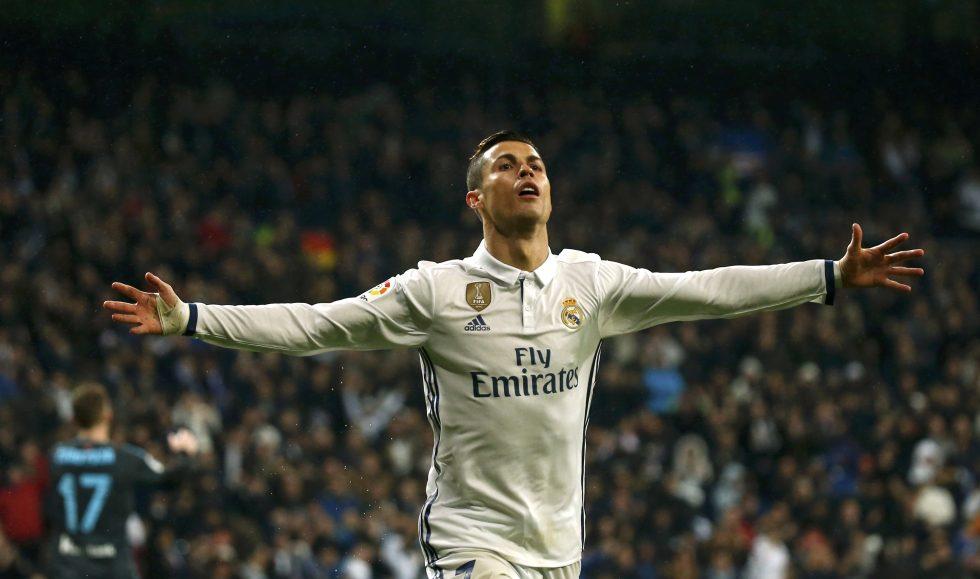 Real Madrid golea a la Real Sociedad y se distancia en la Liga