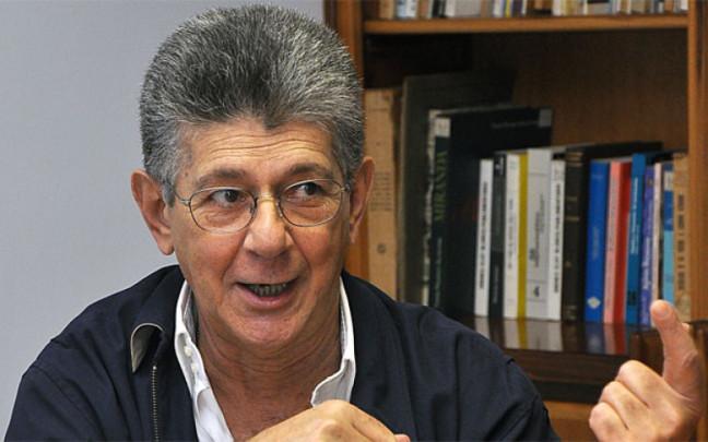 """Allup denuncia bloqueo de páginas """"incómodas"""" y repudia la falta de pasaporte de diputados opositores"""