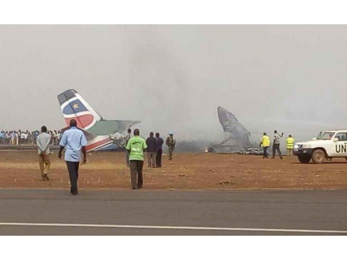 Avión con 49 pasajeros se estrella y todos sobreviven