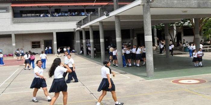 Congelan tarifas de 614 colegios por orden de la Sundde