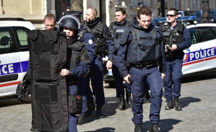 Explosión de carta bomba en oficina del FMI en París deja un herido