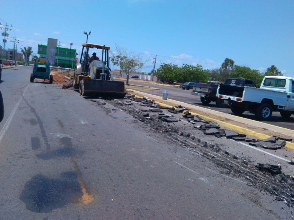 Gobernación realiza trabajos de  acometida de  agua en el Complejo Habitacional Francisco Delgado