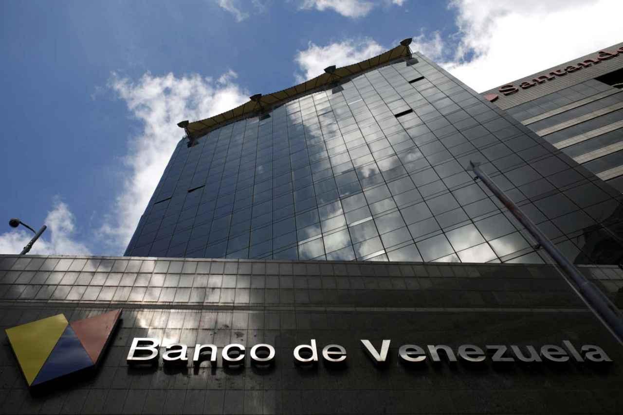 Gobierno de Maduro acude a pequeño banco en Puerto Rico para transacciones en dólares