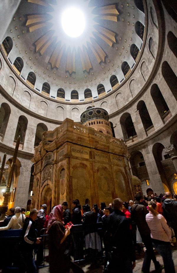 La tumba de Jesucristo reabre resplandeciente y a todo color