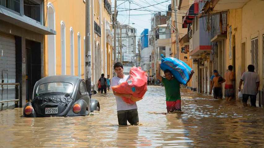 Se necesita refugio para 10 mil personas en norte de Perú, según Kuczynski