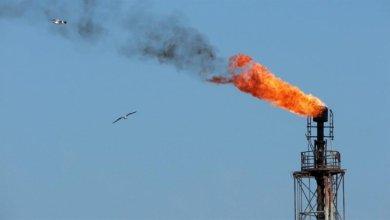 El barril de petróleo Brent baja un 0,71 % y cierra en 55,71 dólares