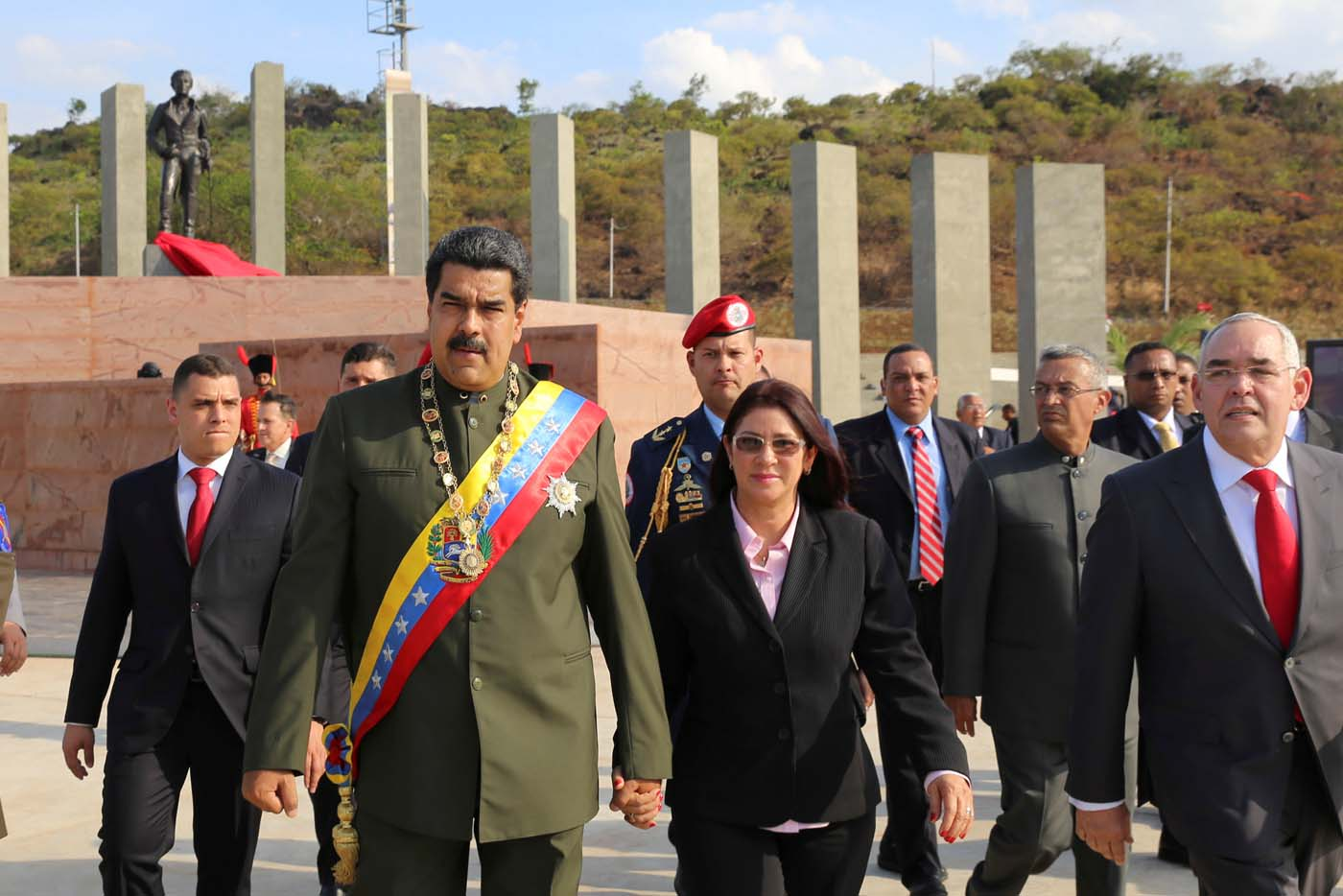 Venezuela's President Nicolas Maduro (2nd L) arrives to an event to conmemorate the bicentennial of the Battle of San Felix, next to his wife Cilia Flores (C), in San Felix, Venezuela April 11, 2017. Miraflores Palace/Handout via REUTERS ATTENTION EDITORS - THIS PICTURE WAS PROVIDED BY A THIRD PARTY. EDITORIAL USE ONLY.