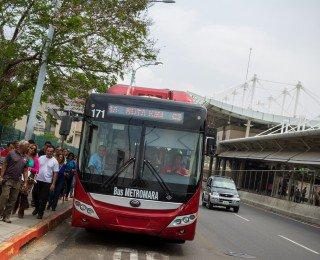 Cuatro rutas de los Metrobuses suspenden servicios por manifestaciones en la vía – Diario Versión Final