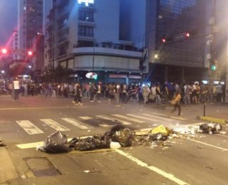 Reportan protestas nocturnas en Chacao, La Urbina y Los Cortijos [+Fotos+Video]