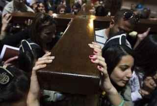 Cristianos-de-todo-el-mundo-celebran-el-Viernes-Santo-en-Jerusalén-version-final-320×260.jpg
