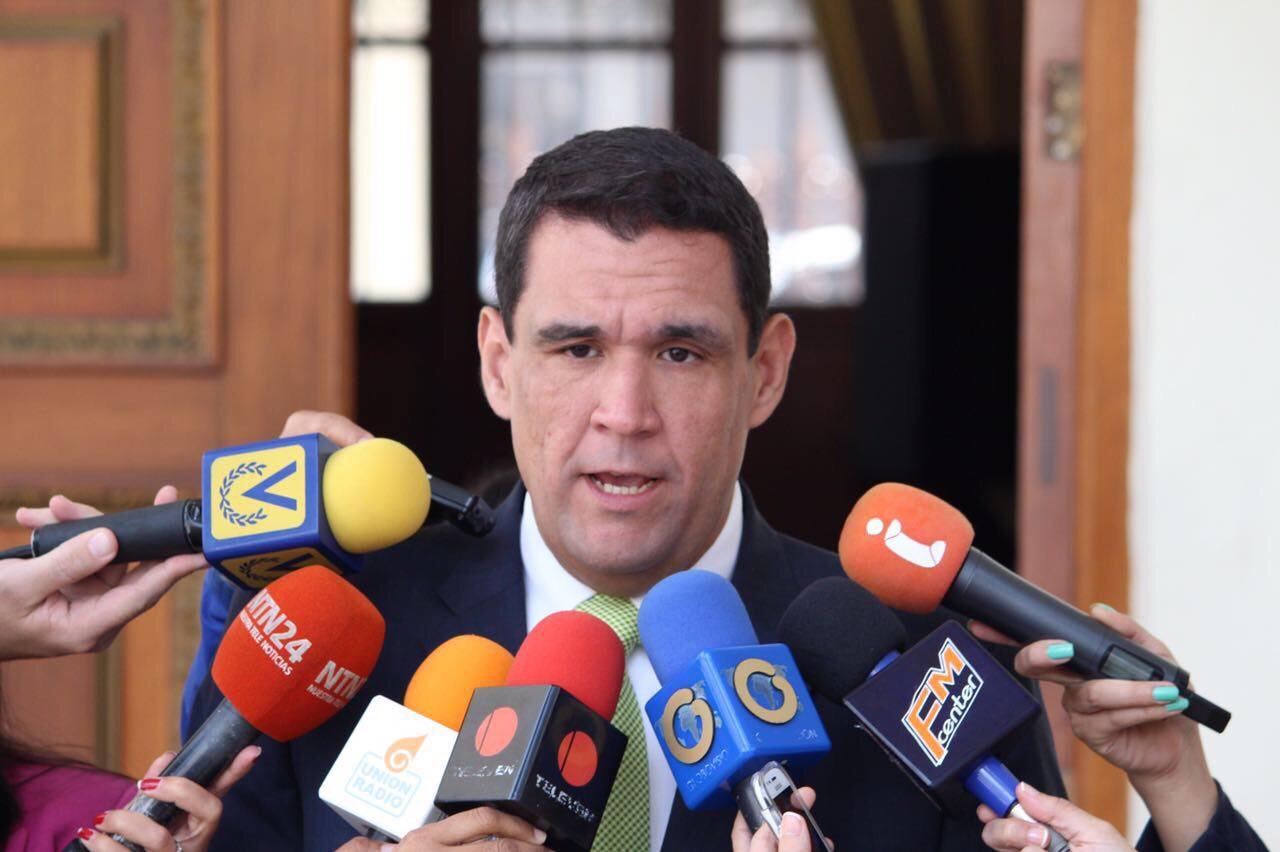 """Matheus a Ameliach: """"Tenga la valentía de volver a la Constitución y Venezuela se lo reconocerá"""""""