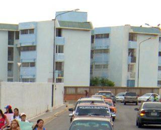 JP-javier-plaza-COMUNIDAD-EL-PINAR-PROTESTA-CONTRA-INSEGURIDAD-15-06-2015-1-320×260.jpg