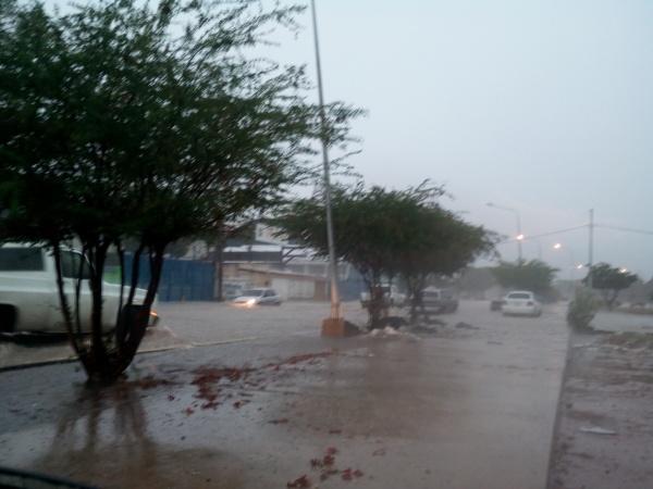 Aguacero con tormenta eléctrica cayó sobre el Zulia