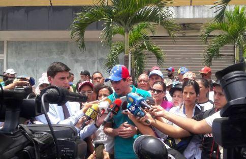 """Capriles aseguró que la oposición protesta """"porque la Constitución ampara todas nuestras peticiones"""""""