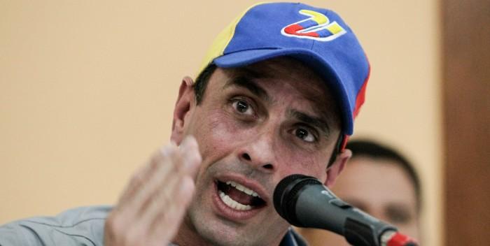Capriles: El esperpento de Miraflores quiere que desistamos de la lucha