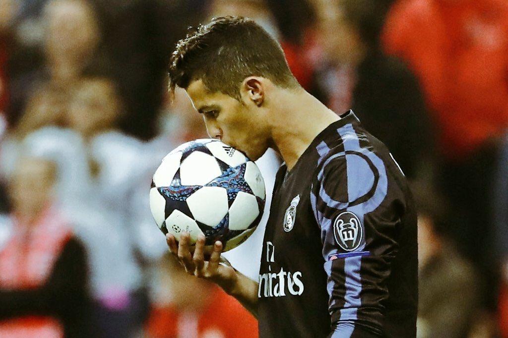 Cristiano Ronaldo se convirtió en el primer jugador con 100 goles en la historia de competiciones europeas.
