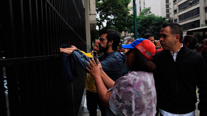 """Diputados opositores amanecieron en el ministerio de Interior y Justicia para pedir """"respeto a la protesta"""""""