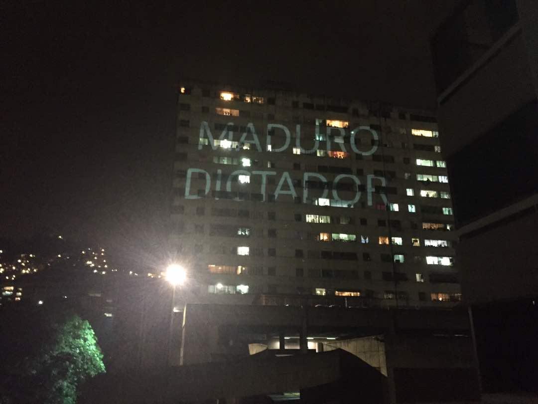 """El mensaje para Nicolás y las GNB en un edificio de El Paraíso (mientras reprimen """"colectivamente"""")"""