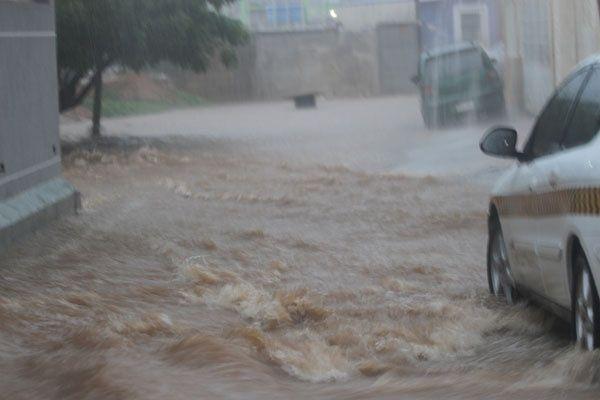 EN IMÁGENES Inundación en zona oeste de Maracaibo por fuerte aguacero