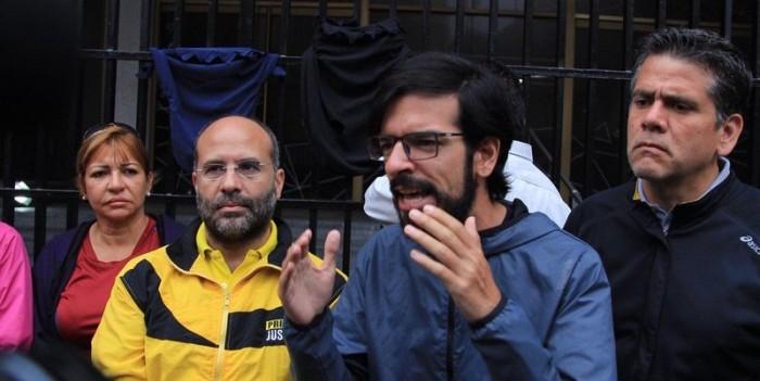 +FOTOS y VIDEO | Diputados protestan desde sede del Ministerio de Interior, Justicia y Paz