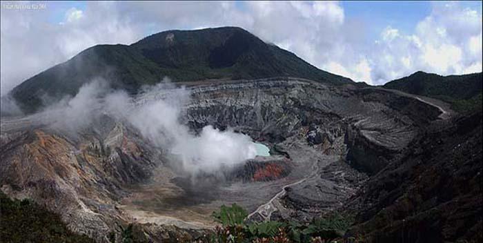 Volcan-Poas-en-Costa-Rica.jpg