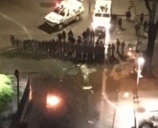 """Así saquearon un """"Arturos"""" en Caracas [+Video]"""