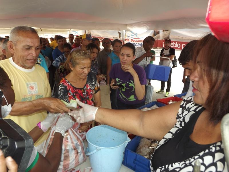 """La """"Caravana de la Sardina"""" benefició a más de 12 mil familias de las parroquias Bolívar y Olegario Villalobos"""