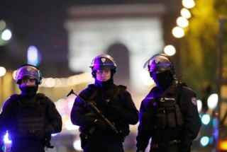 paris-policia-versionfinal-320×260.jpg