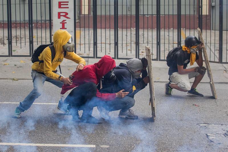 """Piden cobertura informativa """"segura"""" para periodistas durante protestas en Venezuela"""
