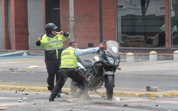 Policía del Zulia dispara a manifestantes en 5 de Julio