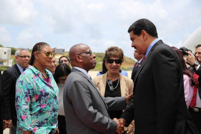 Maduro llegó a la isla San Vicente y las Granadinas para reunirse con países del Caribe Oriental