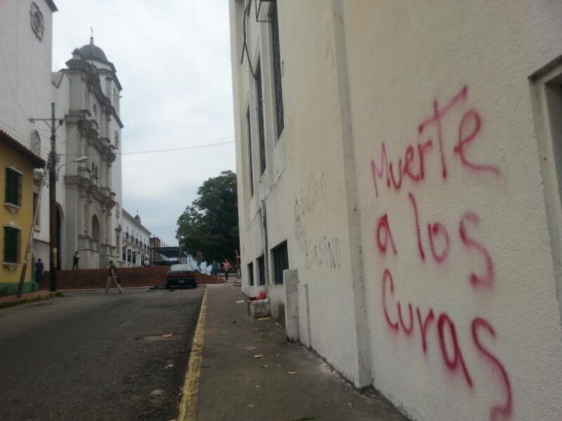 Templos de San Cristobal amanecieron con mensajes ofensivos y amenazantes este Miércoles Santo