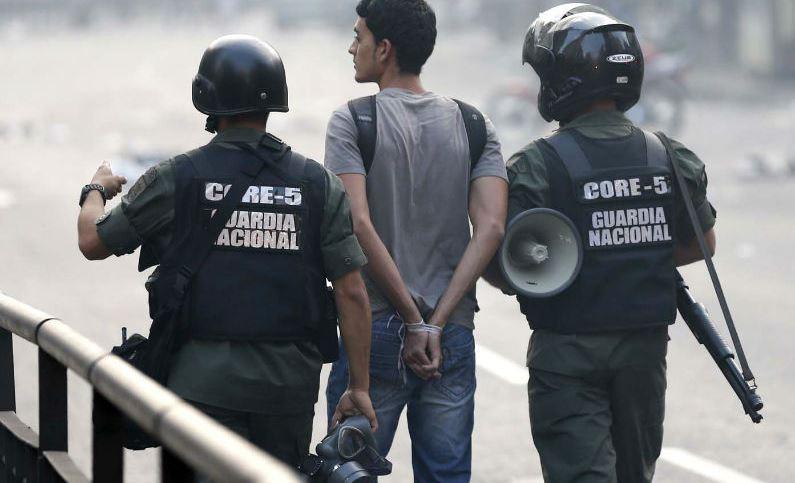 Represion-Protestas-en-Venezuela-GNB-4.jpg