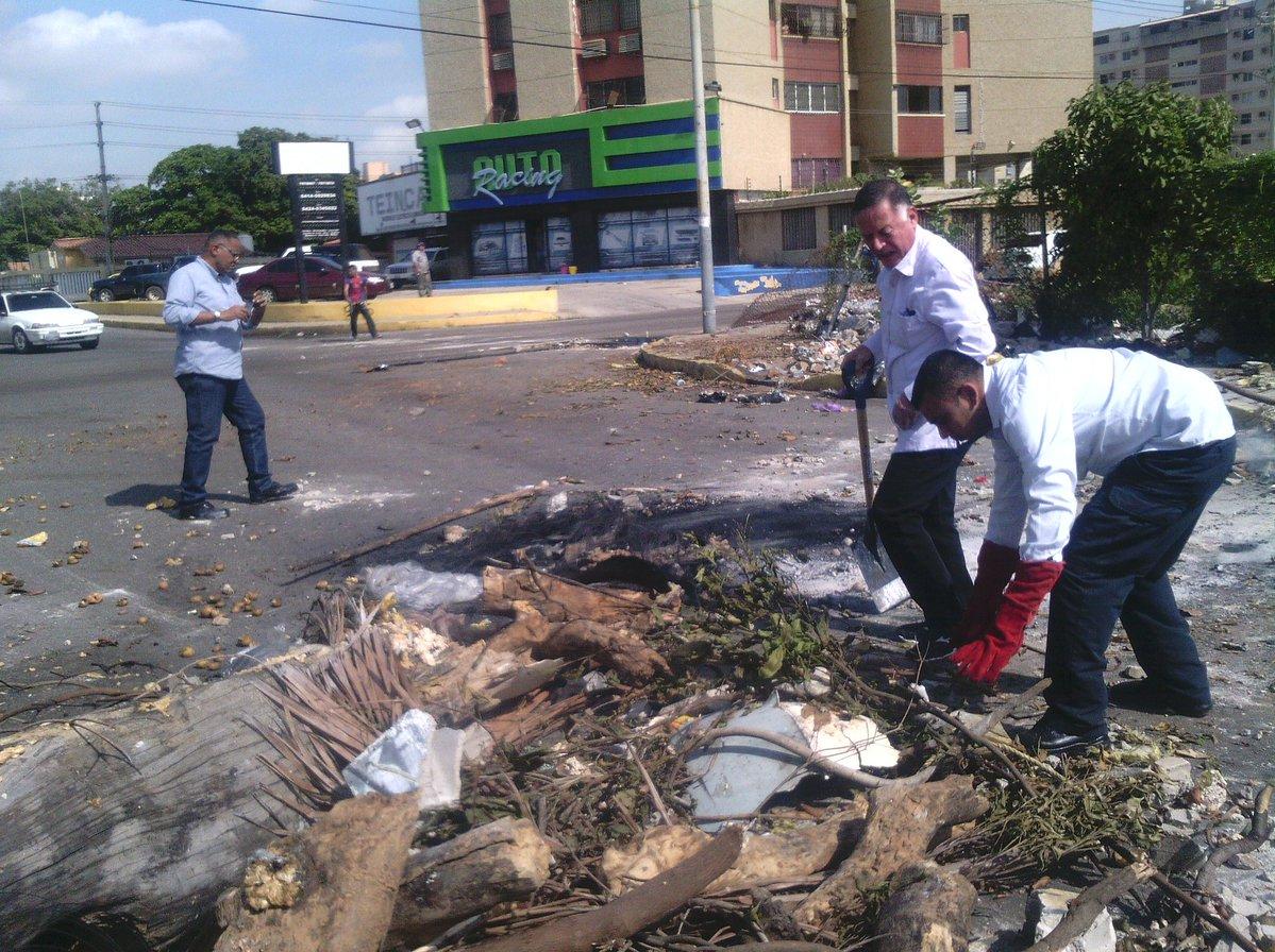 Arias despliega grupos de trabajo para recoger escombros y basura de las calles marabinas