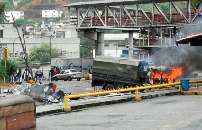 Camión de la GNB fue incendiado en Montaña Alta