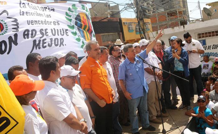 Caravana de Ramos Allup en Sucre fue atacada por afectos al oficialismo