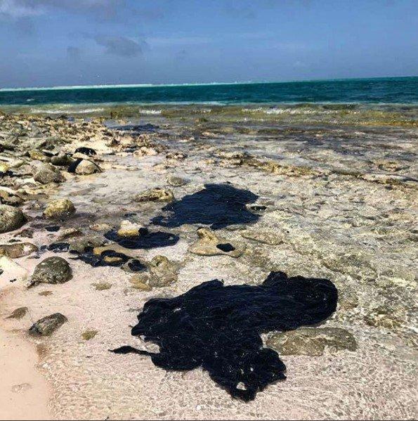 Derrame de crudo afecta las playas de Sucre, Nueva Esparta y Los Roques (FOTOS)