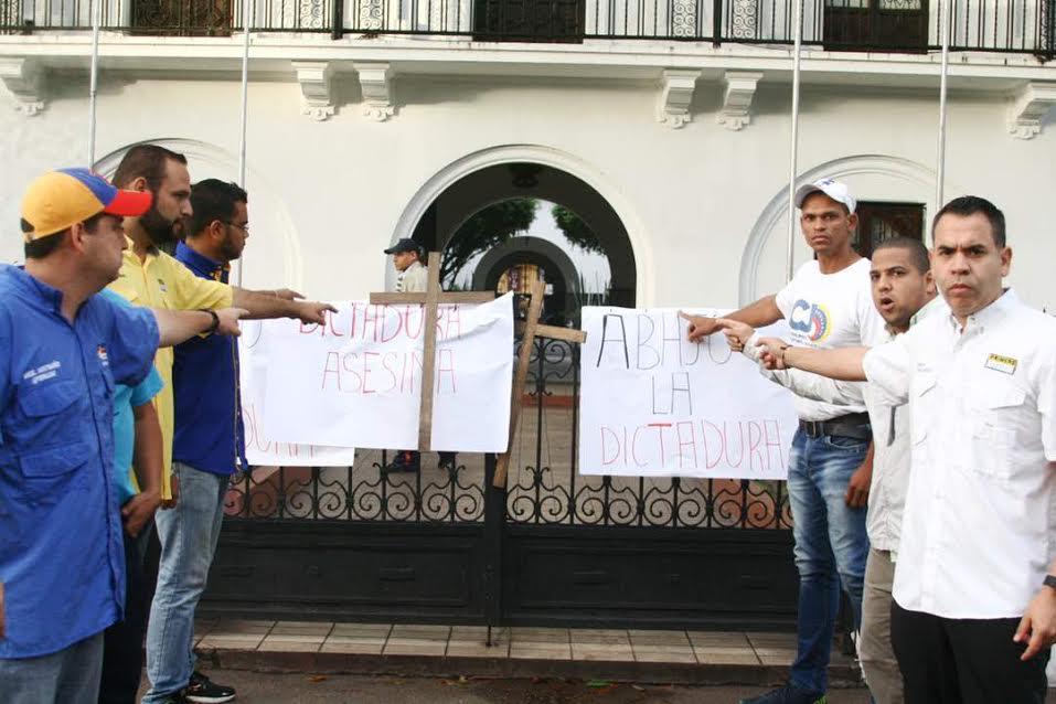 Diputado Mendoza encabezó Madrugonazo frente a Gobernación de Monagas