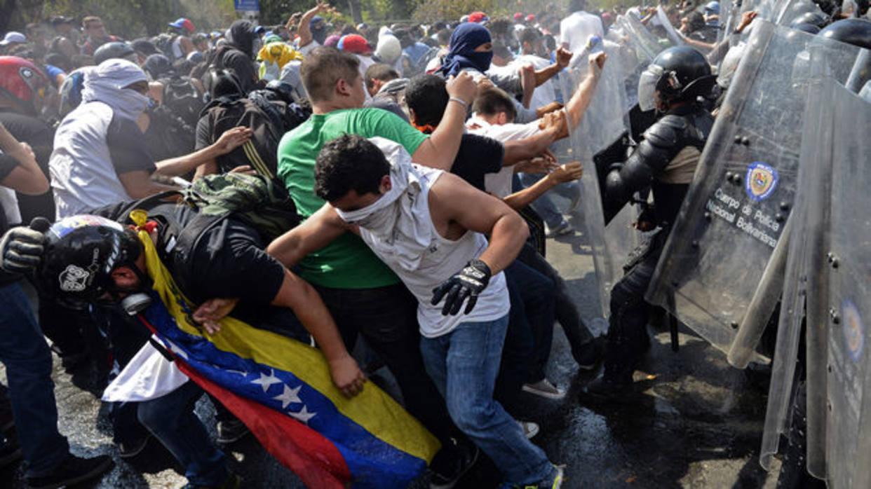 EFE: Entre bloqueos y gases lacrimógenos, Caracas sobrelleva protestas diarias
