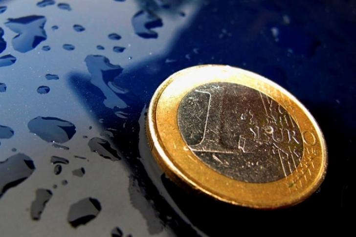 El euro baja hasta los 1,1112 dólares en Fráncfort