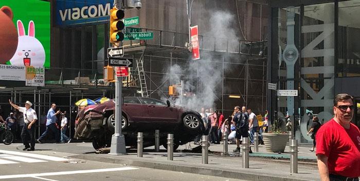 +VIDEO| IMPACTANTE| Vea el momento cuando un auto atropella a decenas de personas en Times Square