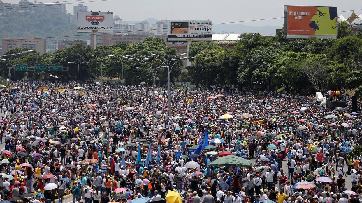 MUD: Protesta noctura no será marcha, sino concentraciones