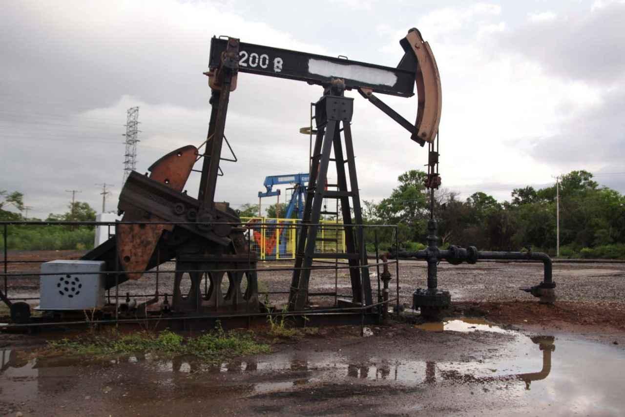 Petróleo venezolano recupera 2,29 dólares y cierra en 43,01 dólares